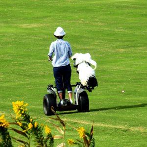 セグウェイでセルフプレーゴルフ