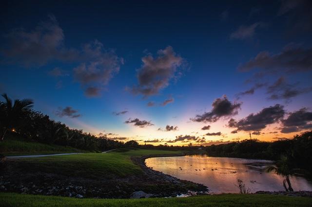 ナイターゴルフは雰囲気が独特